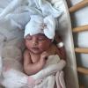 Babymütze mit Schleife und Strass weiß