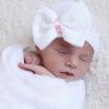 Babymütze mit Schleife weiß