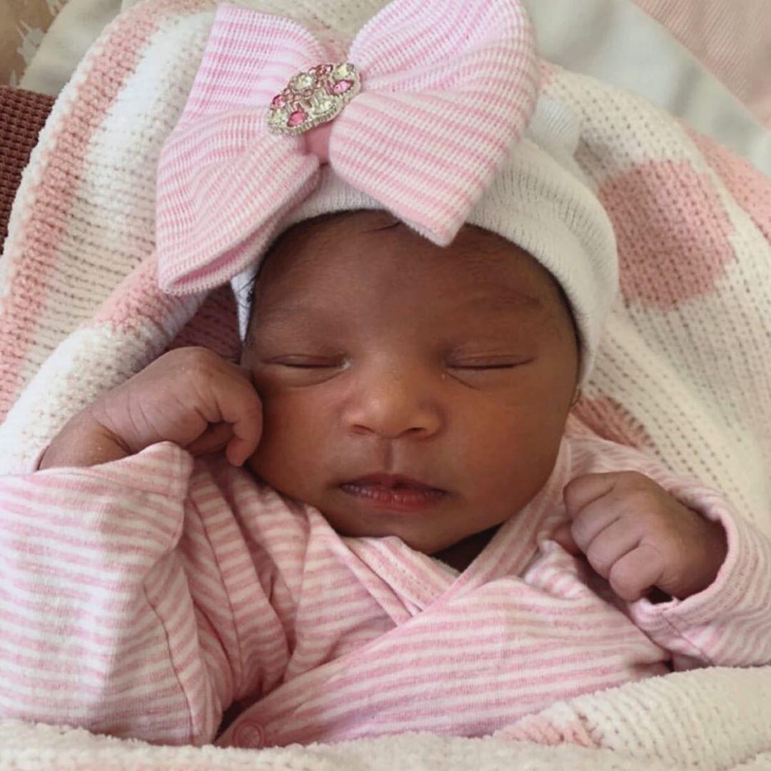 Babymütze mit rosa Schleife und Strass weiß