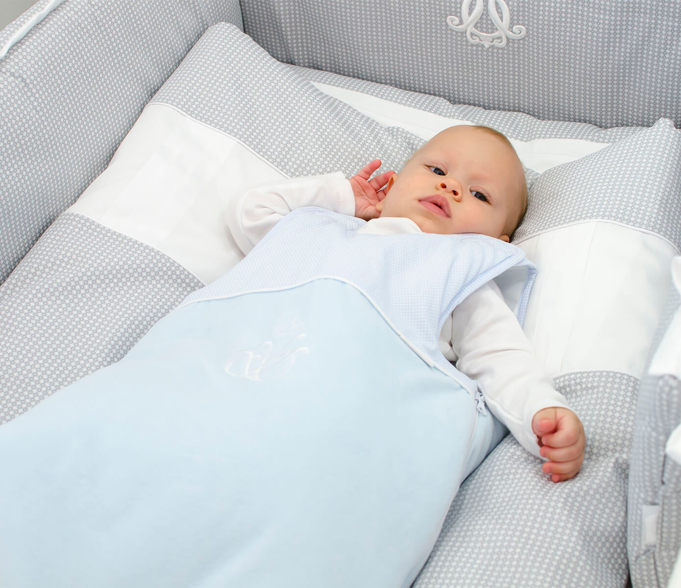 Schlafsack Royal Monogram aus blauem Samt