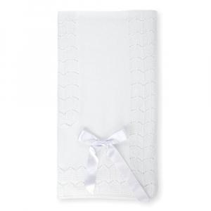 Weiße gestrickte Decke mit Schleife