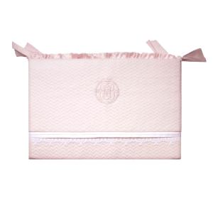 Klassisch-schicke Bettumrandung rosa