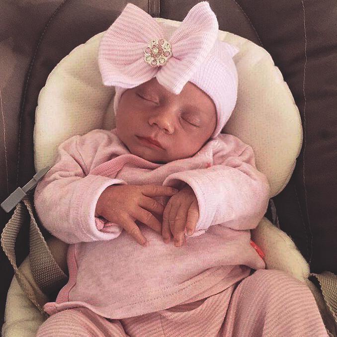 Babymütze mit rosa Schleife und rosa Strass