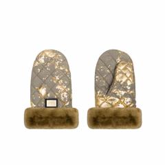 Luxus Khaki mit goldenen Handschuhen