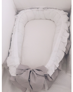 Ruffle babynestje grijs met wit