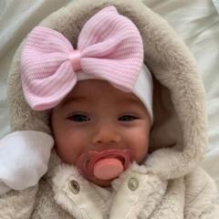 Newborn muts met strik wit roze