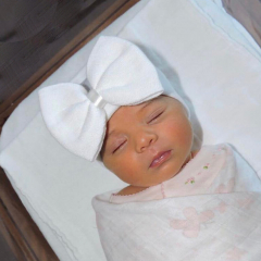 Babymütze mit Schleife komplett weiß